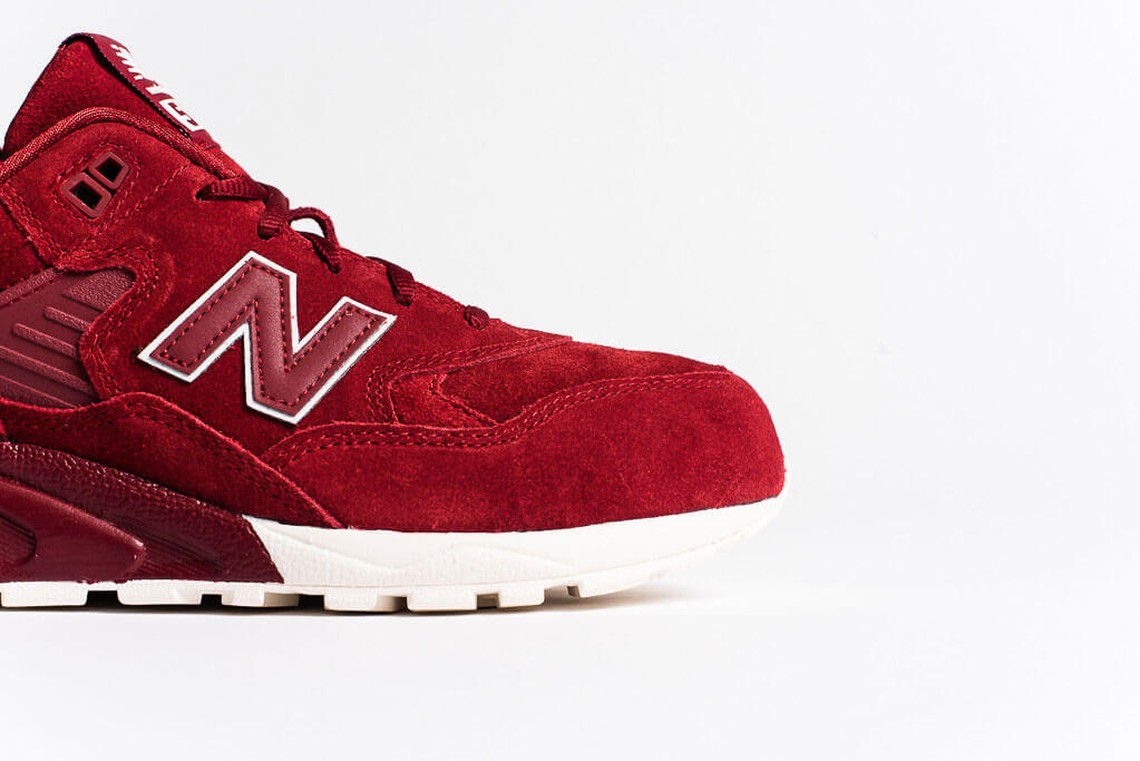 Red Shoes, MRT580 by New Balance