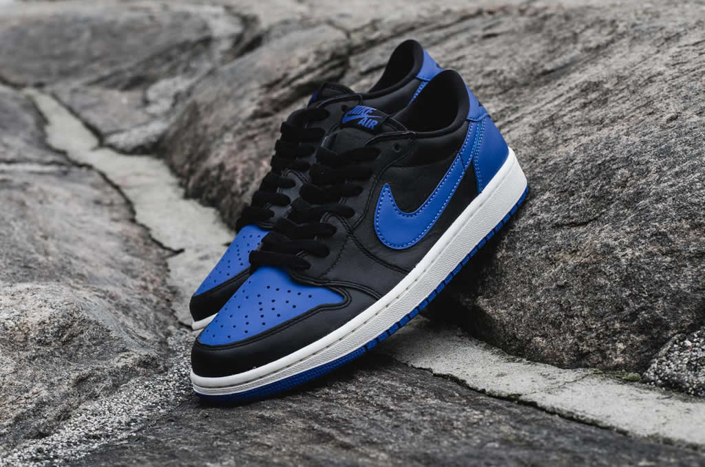 f6e5563a458 Air Jordan 1 Retro Low OG Varsity Royal Sneaker