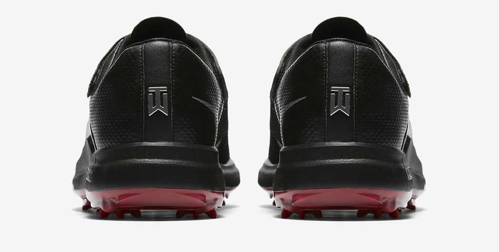 Tiger Woods men's golf shoes by Nike