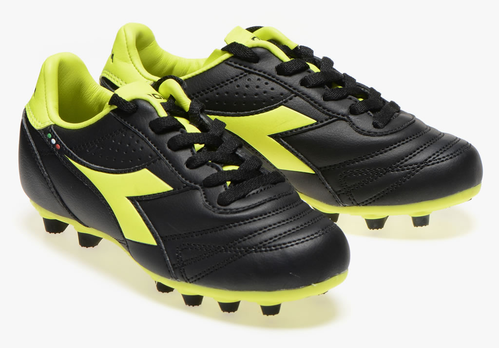 Outsole, Youth soccer cleats by Diadora