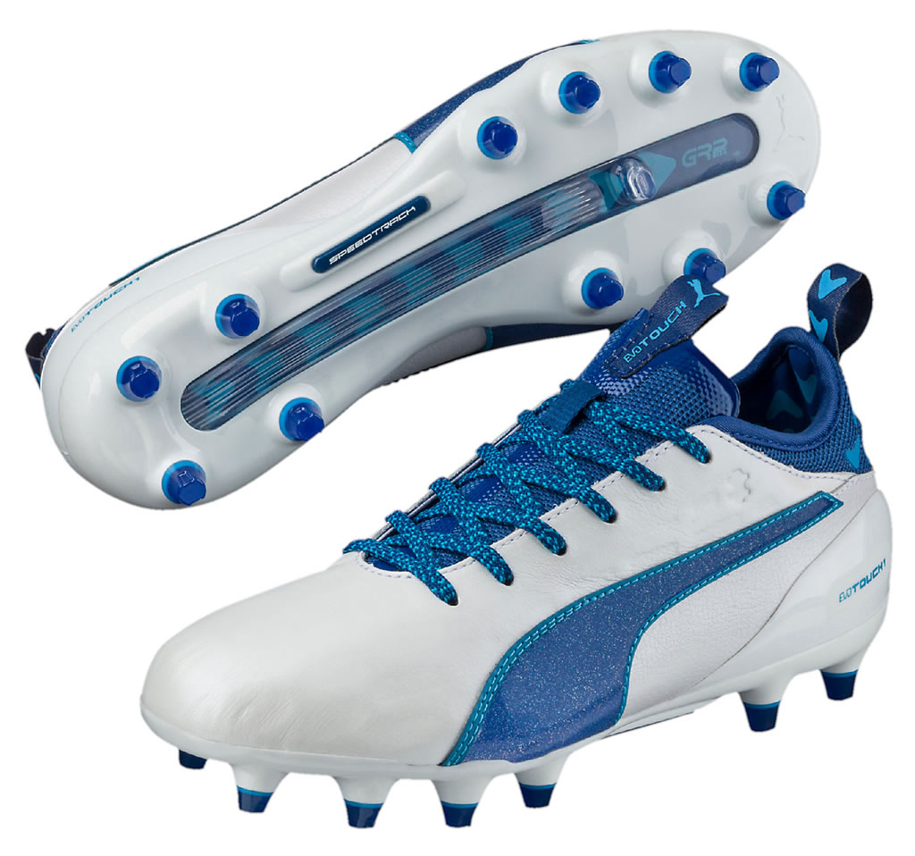 Youth indoor soccer shoes by Puma