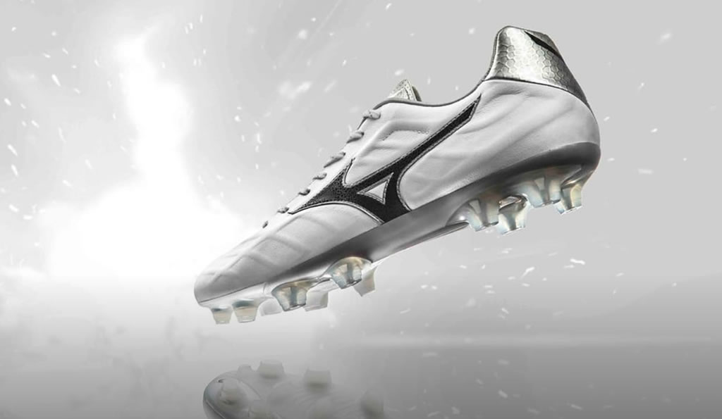 newest collection 51540 8200b The Rebula V1 Made in Japan 2017-18 Soccer Cleat by Mizuno