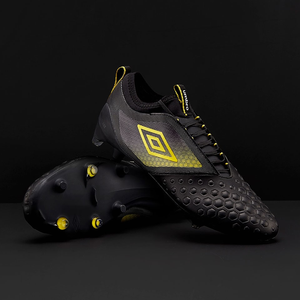 UX Accuro II Pro Soccer Boot by Umbro